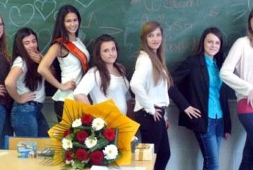 Anissa Blondin, première dauphine de miss Belgique, invitée pour le cours de néerlandais