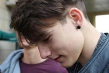 Des boucles d'oreilles pour les garçons, pourquoi les interdire ?